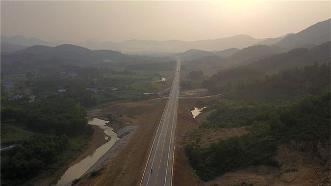 'Bay' trên con đường gần 3.000 tỷ nối liền Hà Nội - Hòa Bình - ảnh 5