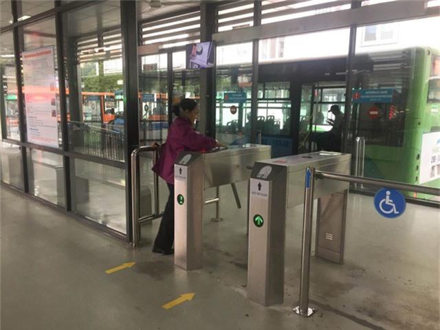 Hà Nội chính thức sử dụng vé điện tử tại xe bus nhanh BRT - Ảnh 5.