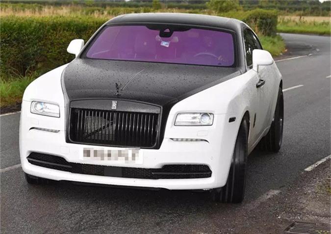 Thời gian đầu gia nhập MU, Lukaku sử dụng chiếcRolls-Royce Wraith màu trắng đen. Xế hộp này có giá tới 250.000 bảng.