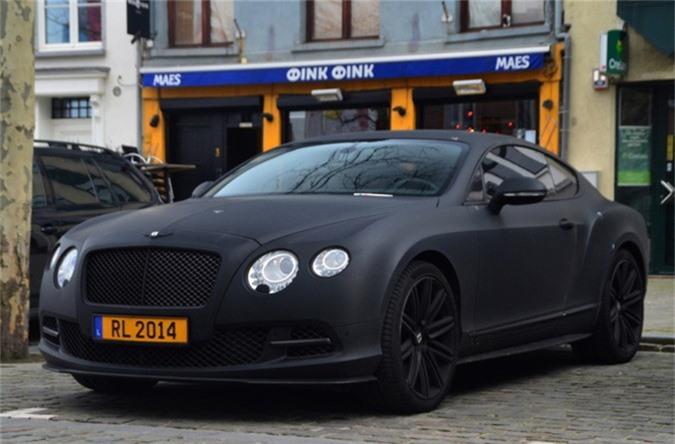 Khi còn khoác áo Everton, Lukaku thường láichiếcBentley Continental GT trị giá 120.000 bảng.