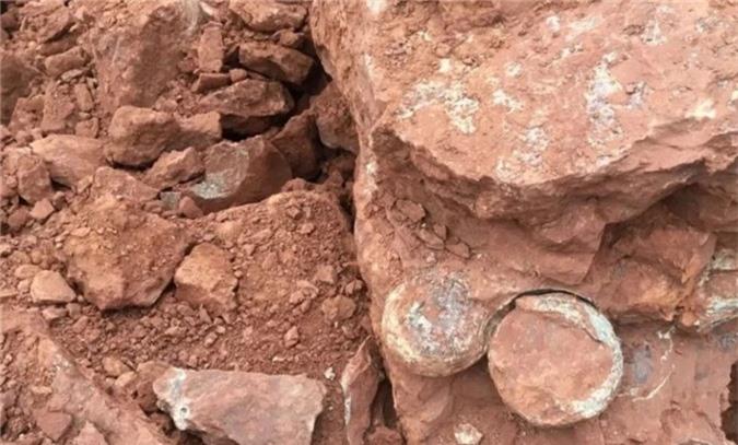 TQ: Đào đất xây dựng, phát hiện hàng loạt trứng khủng long 145 triệu năm - 1