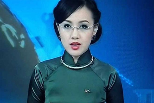 """BTV Hoài Anh, Thụy Vân, Trấn Thành """"đỏ mặt"""" vì sự cố thời trang trên truyền hình"""