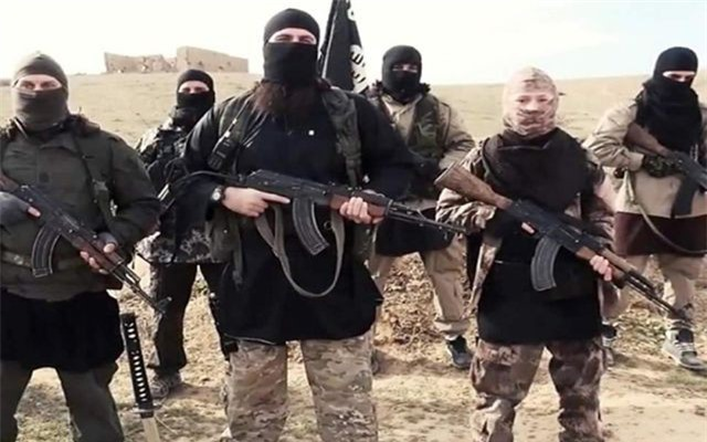 Syria: IS ồ ạt tấn công, lực lượng Mỹ hậu thuẫn thiệt hại nặng
