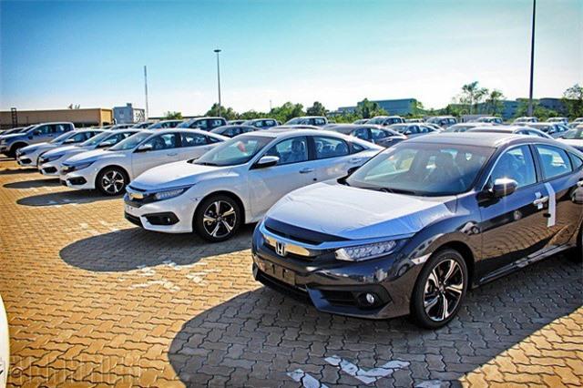 Lượng ôtô nhập khẩu về Việt tăng đột biến, giá chưa tới 500 triệu