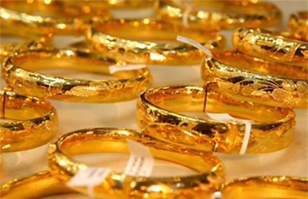 Giá vàng hôm nay 11/10: Áp lực quá lớn, dồn vàng xuống đáy