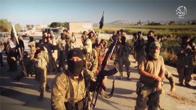 Liều lĩnh xâm nhập vào Đông Deir Ezzor, IS bị sập bẫy quân đội Syria