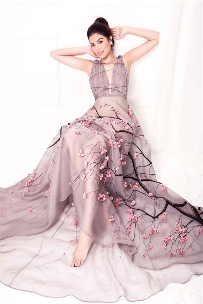 Mới đây, người đẹp Hải Phòng xuất hiện trong bộ ảnh với trang phục mỏng manh quyến rũ. Trông cô đẹp không khác gì tiên nữ giáng trần.