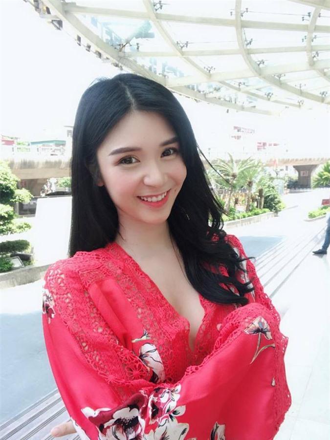 """Thanh Bi phất lên nhờ mang """"thương hiệu"""" sexy và tình cũ Quang Lê?"""