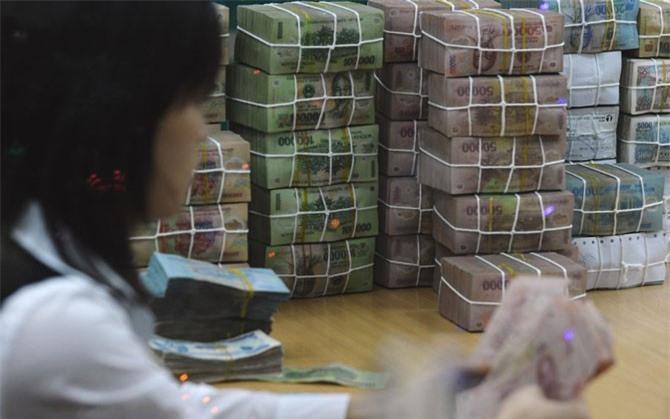 BẢN TIN TÀI CHÍNH-KINH DOANH: Người chăn nuôi lao đao vì giá bò giảm, ngân hàng lớn tăng lãi suất huy động