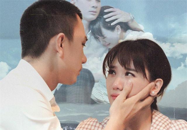 Là vợ Trấn Thành nhưng Hari Won lại đẫm nước mắt vì chàng trai này