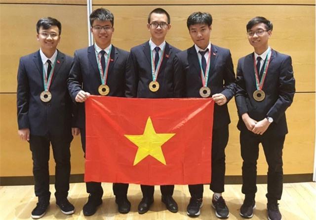 Clip: Thành tích chưa từng có của học sinh Việt tham dự Olympic quốc tế, khu vực năm 2018
