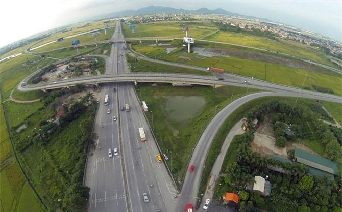 """Cao tốc Nội Bài – Lào Cai:Hàng trăm ngàn xe vào nhưng """"không thấy ra""""?"""