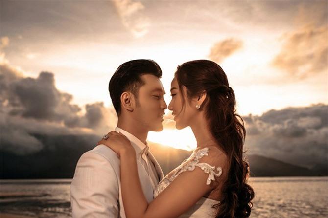 Ưng Hoàng Phúc - Kim Cương dậy từ 3h sáng để chụp ảnh cưới