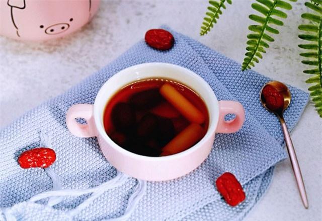Tự nấu nước trà gừng phòng trừ cảm cúm mỗi khi giao mùa