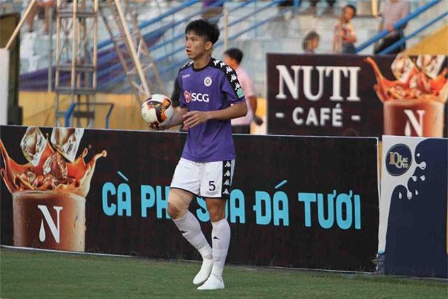 HLV Lê Thụy Hải: 'Đừng bắt Văn Hậu xuống đá U19'