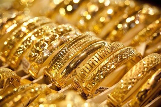 Giá vàng hôm nay 19/10: Donald Trump im lặng, vàng vẫn rập rình đáng sợ