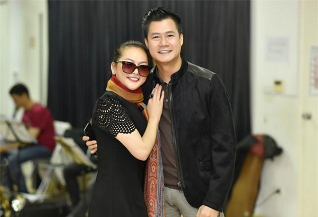 Vừa dính tin đồn kết hôn cùng Ngọc Sơn, Như Quỳnh lại tình tứ bên Quang Dũng