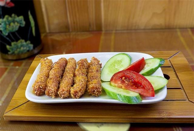 Clip: Học cách làm món nem chua rán ngon hơn hàng quán