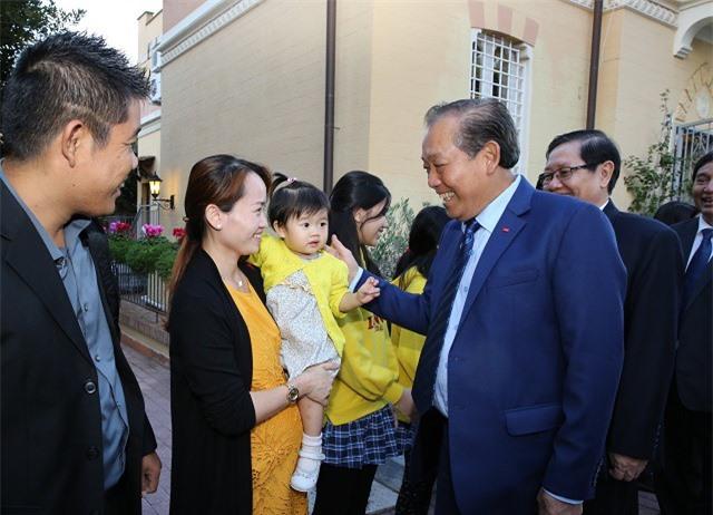 Phó Thủ tướng Trương Hòa Bình gặp gỡ cộng đồng người Việt tại Italia