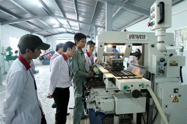 BẢN TIN TÀI CHÍNH-KINH DOANH: Công nghệ Việt 'hút' vốn tỷ đô, đề nghị không chi ngân sách mua sắm xe công