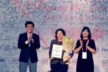 """TGĐ Vinamilk - người phụ nữ duy nhất được Forbes VN vinh danh giải thưởng """"thành tựu trọn đời"""""""