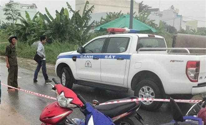 Bắt nghi can 15 tuổi sát hại nam sinh chạy GrabBike ở Sài Gòn. Sau nhiều ngày truy xét, cảnh sát TP.HCM đã lần ra tung tích và bắt giữ nghi can sát hại nam sinh chạy GrabBike ở huyện Bình Chánh. (CHI TIẾT)