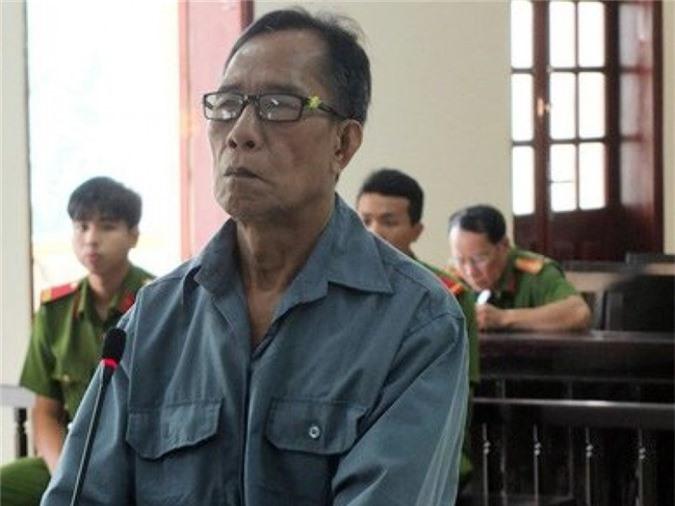 Ông lão giết vợ cũ vì cuồng ghen. Ngày 24/10, TAND cấp cao tại TPHCM mở phiên tòa xét xử phúc thẩm, bác kháng cáo, tuyên y án đối với bị cáo Huỳnh Văn Xê (sinh năm 1953, tại Đồng Tháp) mức án tù chung thân về tội giết người. (CHI TIẾT)