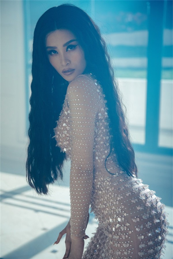 Đông Nhi vừa tung MV đầu tiên nằm trong album vol.3 Ten on ten kỷ niệm 10 năm ca hát của cô. Nữ ca sĩ đầu tư kỹ lưỡng cho sản phẩm này, từ nội dung tới hình ảnh.