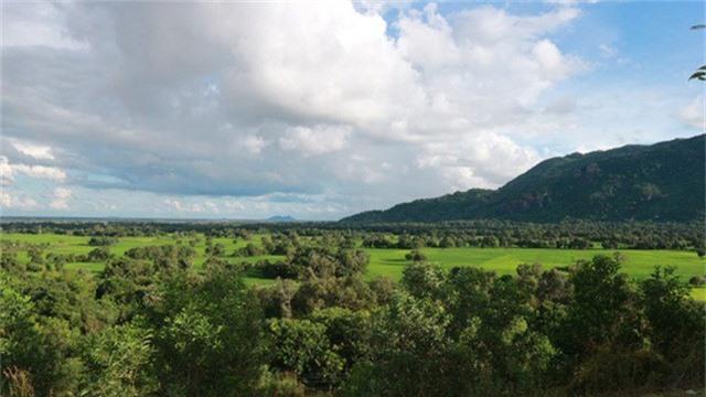 Toàn cảnh cánh đồng được view từ đỉnh núi Tà Pạ