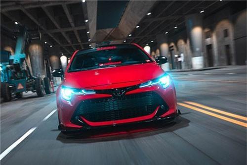 """Toyota Corolla hatchback độ khủng mang tham dự Sema 2018. Toyota đã giới thiệu đến công chúng phiên bản hatchback của mẫu Corolla 2018. Ngay lập tức, các hãng độ đã tiến hành """"hoán cải"""" nó thành những bản độ độc đáo để tham dự Triển lãm xe độ SEMA 2018. (CHI TIẾT)"""