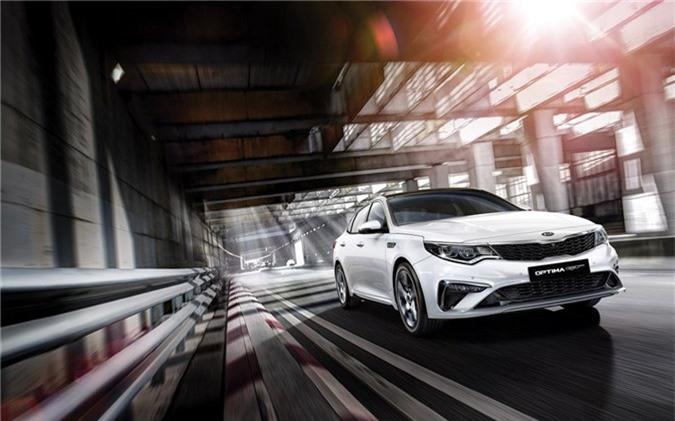 Hai tháng sau khi cập bến thị trường châu Âu, Kia Optima 2019 chính thức đến với khách hàng Đông Nam Á với tên gọi Optima GT hay K5 ở thị trường Hàn Quốc. Tại Malaysia, Kia Optima GT có mức giá từ 40.400 USD và cạnh tranh trực tiếp với Toyota Camry vừa mới ra mắt, Hyundai Sonata hay Honda Accord.