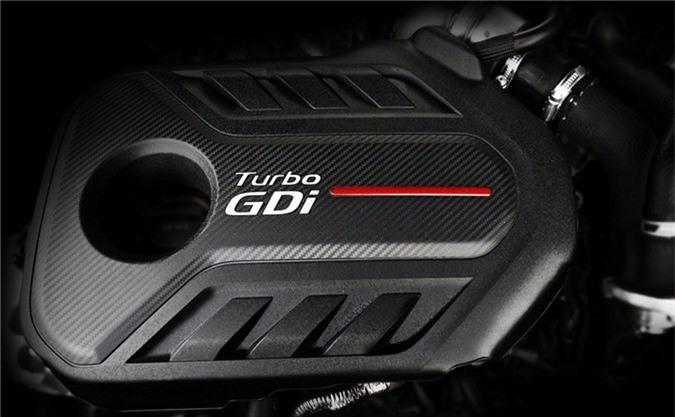 Kia Optima GT 2019 có hai tuỳ chọn động cơ gồm: động cơ xăng hút khí tự nhiên Nu 2.0L CVVL sản sinh công suất 161 mã lực và mô-men xoắn 196 Nm. Tùy chọn còn lại là động cơ tăng áp T-GDI 4 xy-lanh 2.0L cho công suất 242 mã lực và mô-men xoắn 350 Nm. Hai tuỳ chọn động cơ đều sử dụng hộp số tự động 6 cấp và hệ dẫn động cầu trước.