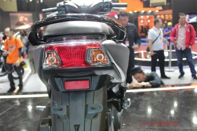 Đèn hậu và thanh ty vịn phía sau của Yamaha Free Go.