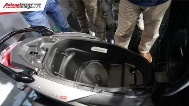 Cốp đựng đồ xe rộng rãi thoải mái.
