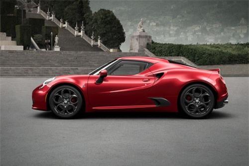 2. Alfa Romeo 4C (giá khởi điểm: 57.495 USD).
