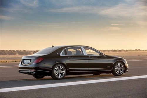 3. Mercedes-Benz S-Class (giá khởi điểm: 97.525 USD).