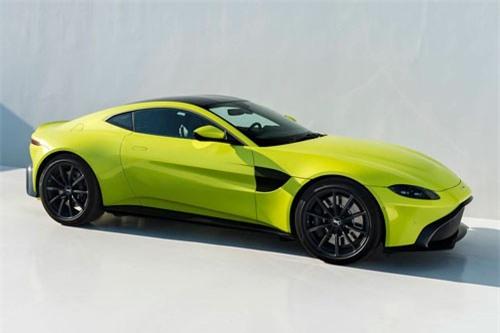 4. Aston Martin Vantage (giá khởi điểm: 189.281 USD).