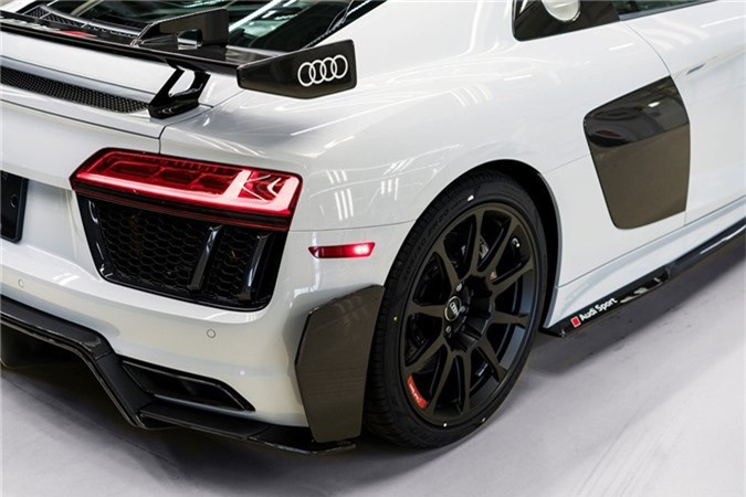 Audi R8 V10 hieu suat cao ra mat voi gioi han 10 chiec hinh anh 3