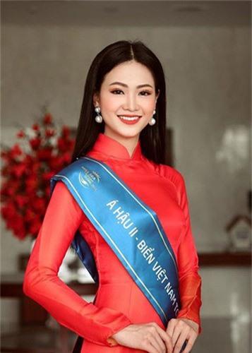 Trong nua nam, nhan sac Hoa hau Phuong Khanh thay doi chong mat-Hinh-7