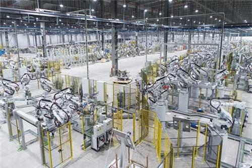 VinFast sản xuất sedan và SUV Lux từ tháng 3 năm sau với 1.200 robot. 1.200 robot trong nhà máy VinFast đã sẵn sàng đi vào hoạt động. Hoạt động sản xuất thử nghiệm dự kiến diễn ra vào tháng 3/2019. (CHI TIẾT)