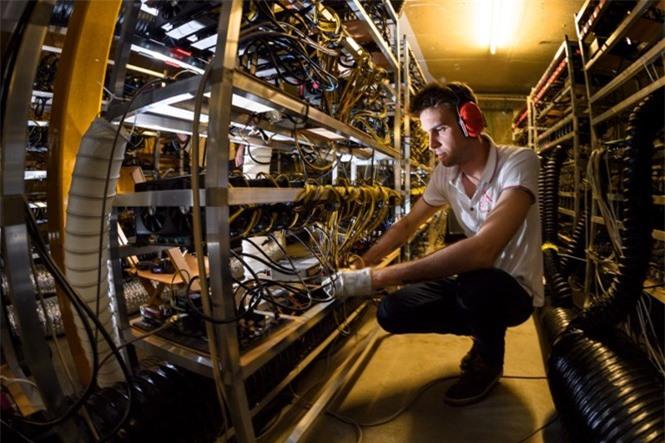 Cơ sở đào tiền mã hóa ở Gondo (Thụy Sĩ) ẢNH: AFP