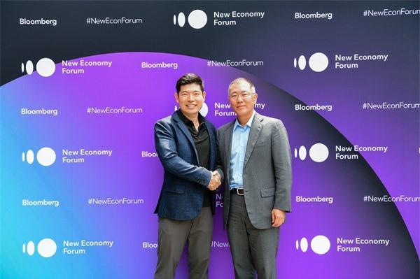 Hyundai Motor Company (Hyundai) và Kia Motors Corporation(Kia) sẽ đầu tư thêm 250 triệu USD vào Grab và thiết lập quan hệ hợp tác để thử nghiệm các chương trình phát triển xe điện khắp Đông Nam Á (Ảnh: AD)