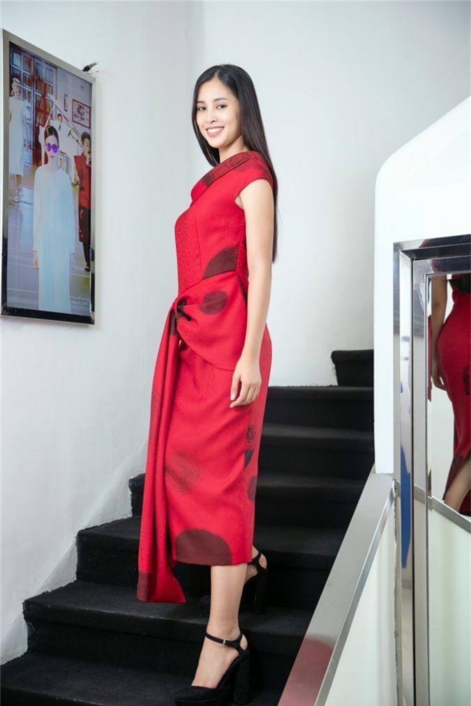 Việc các NTK hàng đầu Việt Nam cùng nhau hỗ trợ Hoa hậu Tiểu Vy trong cuộc thi Miss World cho thấy sự tin tưởng và kỳ vọng rất lớn vào nhan sắc 18 tuổi lần này.