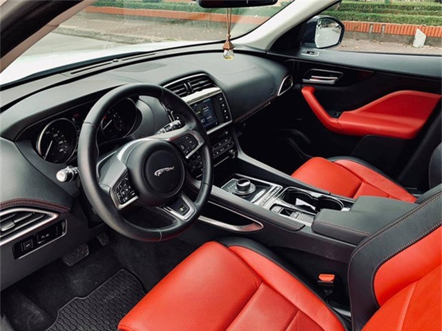 Mới lăn bánh 868 km, Jaguar F-Pace R-Sport đã bị đại gia Việt bán vội với giá trên 4 tỷ đồng - Ảnh 2.