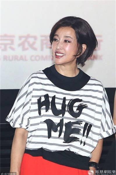 Lưu Hiểu Khánh kết hôn với 4 người đàn ông và có vô số những mối tình ngắn ngủi khác nhưng bà không có con. Niềm vui của bà luôn là công việc và sự nghiệp.