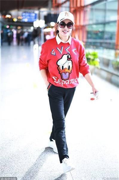 Lưu Hiểu Khánh khi mới bước chân vào làng giải trí đã sở hữu vẻ đẹp vạn người mê. Bên cạnh khả năng diễn xuất, nhan sắc cũng là thứ vũ khí giúp bà nhanh chóng vươn lên trở thành một ngôi sao sáng của làng giải trí Hoa ngữ.