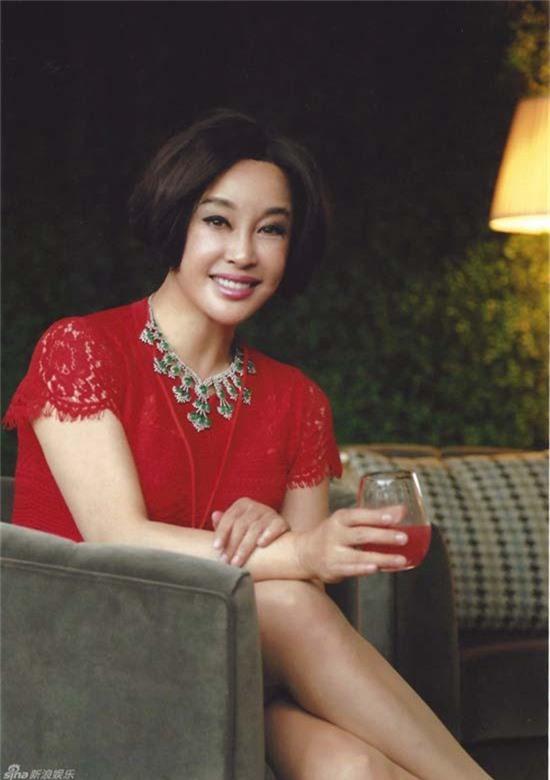 Lưu Hiểu Khánh kết hôn với một doanh nhân người Mỹ gốc Hoa vào năm 2013 và dừng đóng phim để tập trung kinh doanh làm đẹp từ đó. Bà hiện sống tại Mỹ và Trung Quốc để tiện chăm sóc gia đình và quán xuyến công việc kinh doanh.