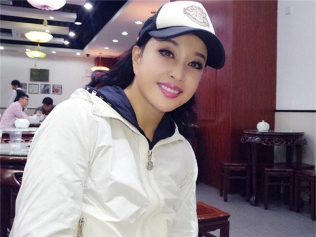 Trên trang cá nhân, Lưu Hiểu Khánh thường xuyên khoe những hình ảnh đời thường trẻ trung.
