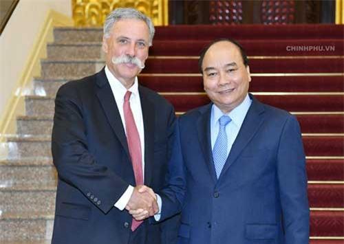 Thủ tướng Nguyễn Xuân Phúc và ông Chase Carey, Chủ tịch kiêm Giám đốc điều hành Tập đoàn Formula One. Ảnh: VGP/Quang Hiếu