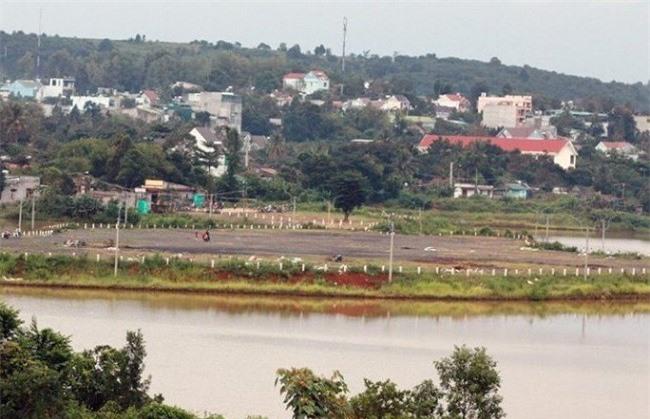 -Khu Đảo nổi hồ trung tâm thị xã Gia Nghĩa, nơi diễn ra Hội chợ (Ảnh: TA)